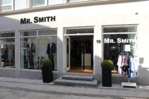 Herrebutik med butiksinventar og mannequiner
