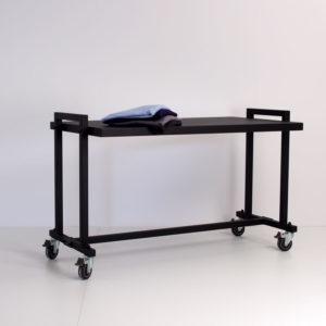 gadebord med 1 bordplade - velegnet til tøj og sko. Stort udvalg af gadestativer og gadeborde. Butiksinventar