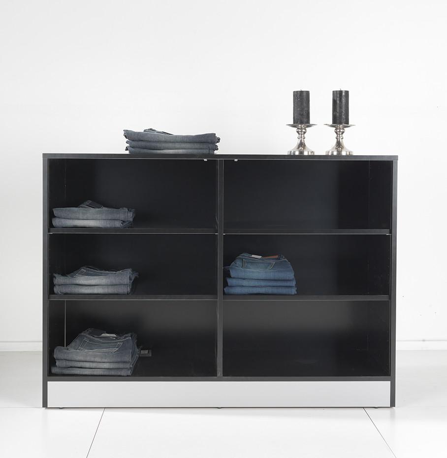 Salgsreol / opbevaringsmøbel kan leveres i alle farver, og skal hylderne evt. have en kontrast farve. Butiksinventar