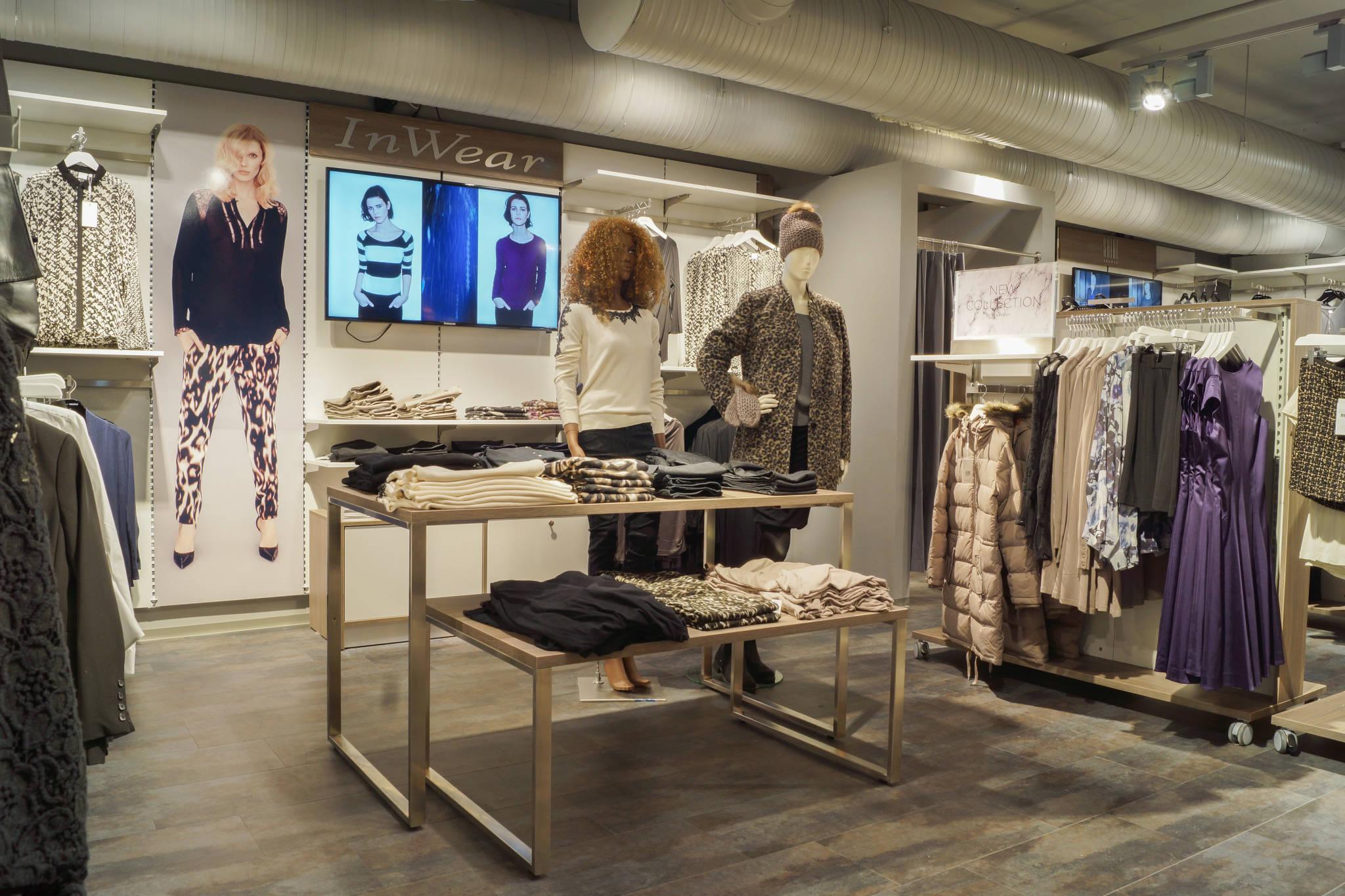 Spændende og kvalitets rigtig butiksindretning kan leveres direkte fra lager og egen maler afdeling. Butiksinventar. Væginventar