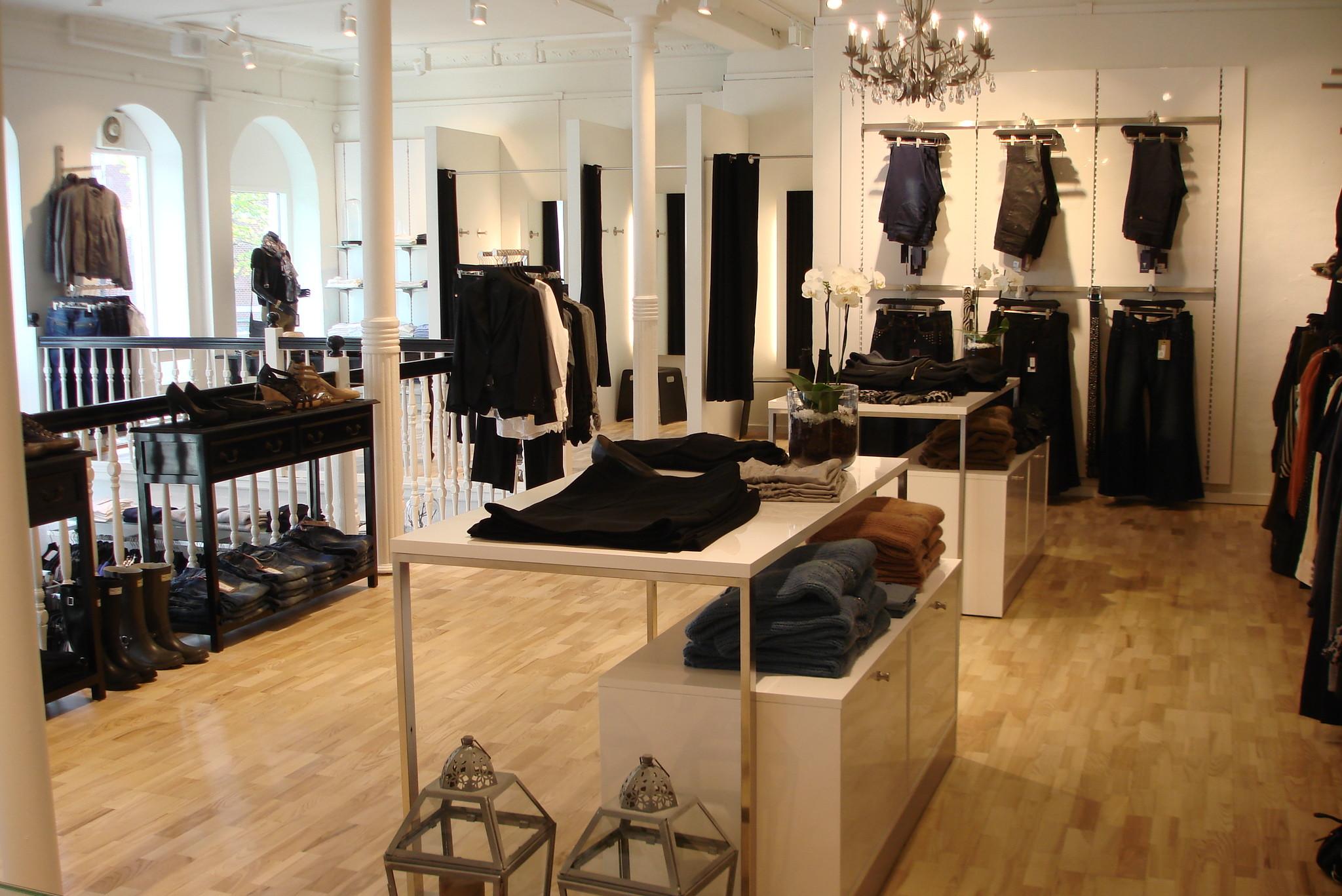 Attraktivt og pris billigt kvalitets butiksinventar system, som kan leveres i alle farver. Væginventar