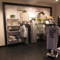 """Fleksibelt og funktionelt butiksinventar system """"Panel"""" som kan leveres i alle farver"""