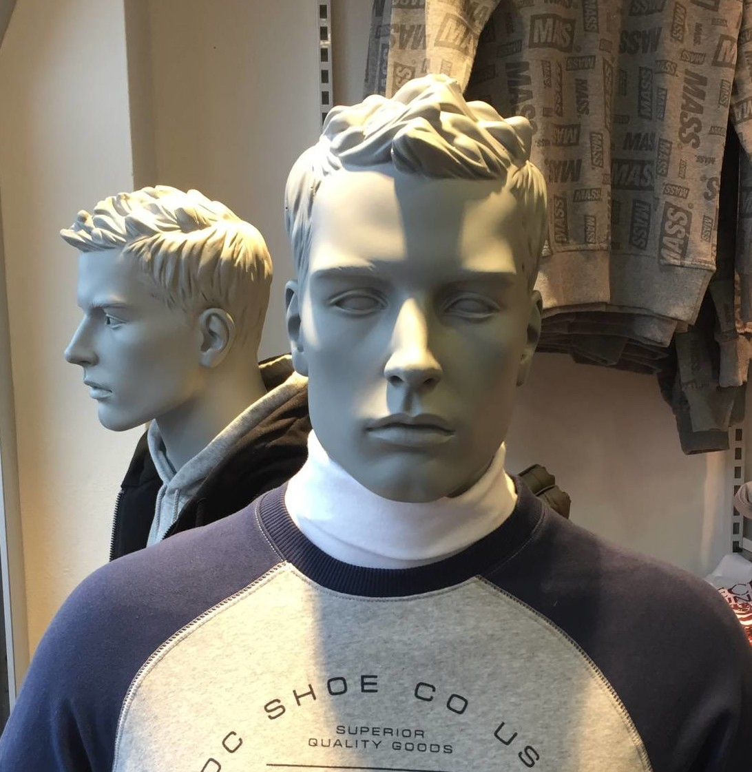 Herremannequinen Jason vist i en lækker grå farve