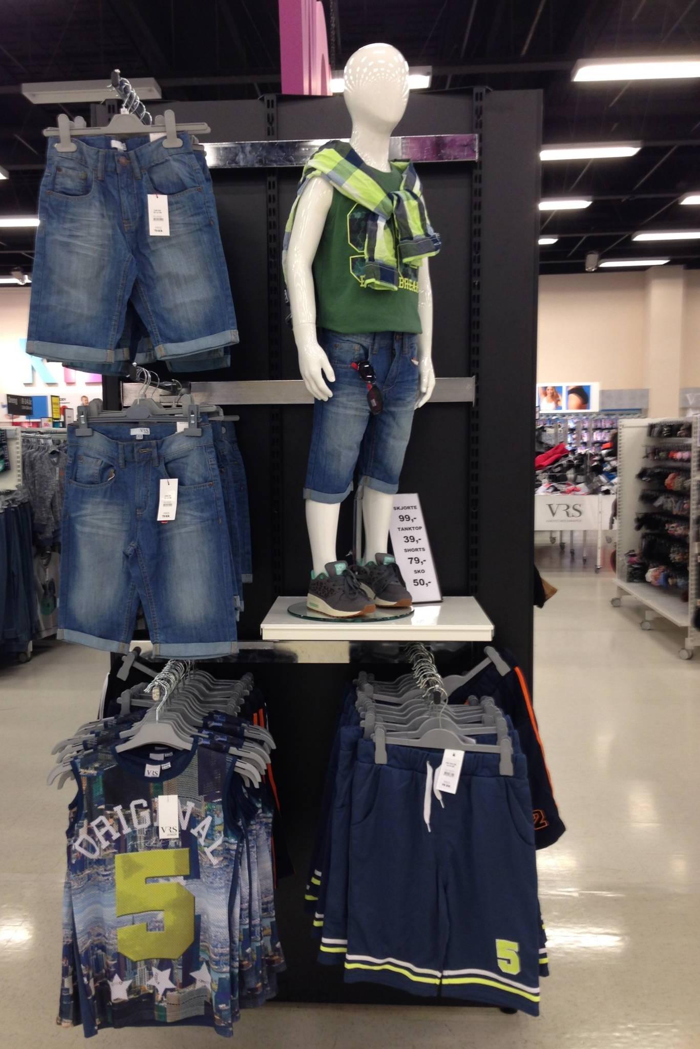 drenge mannequin i jeans afdeling