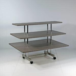 Salgsbordet er en effektiv salgsmaskine som kan rumme mange varer. Butiksinventar.