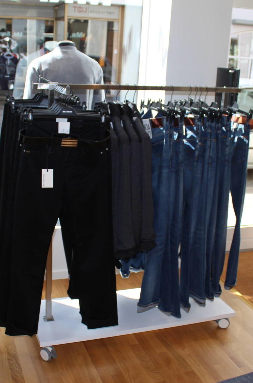 Tøjstativ til salg af jeans