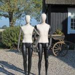 Flotte Vintage mannequiner med stof på torso og hoved og flotte træarme.