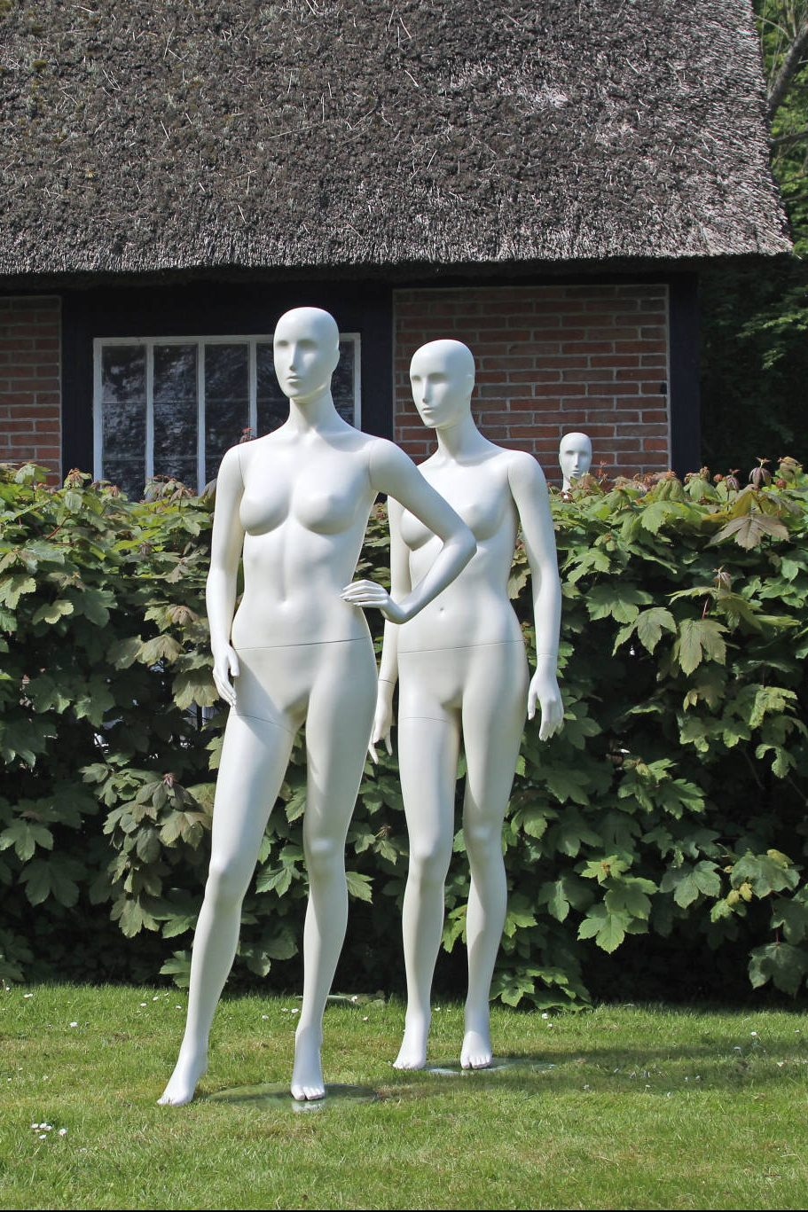 Abstrakte Naomi kollektion - weibliche Schaufensterfiguren. 6 verschiedene Positionen. Größe 38. Auch in vielen anderen Farben erhältlich