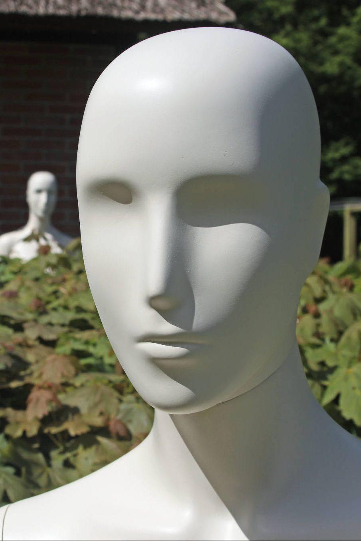 Dame mannequin Naomi som leveres i 6 forskellige positioner i størrelse 38