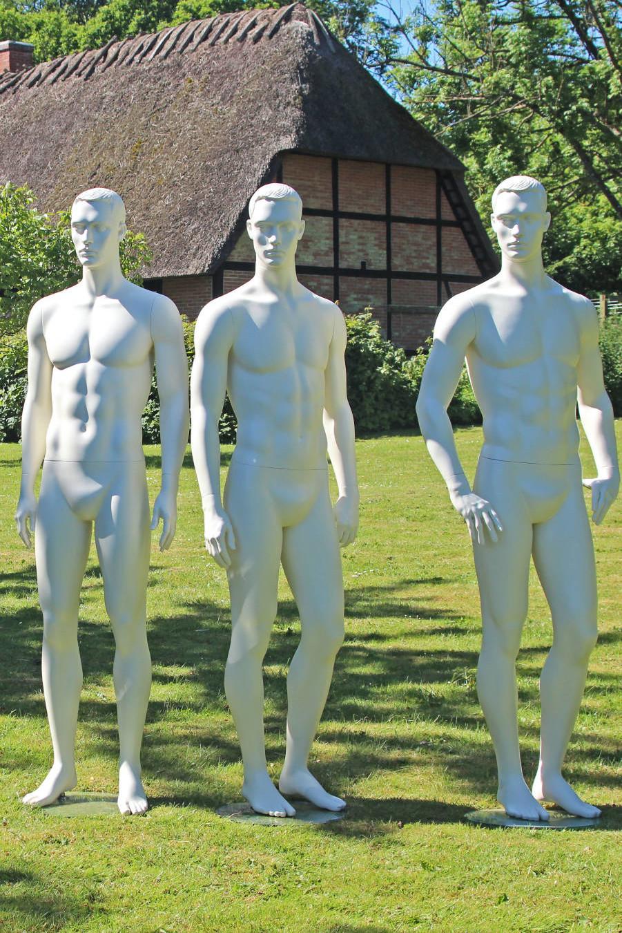 Herre mannequiner på landet