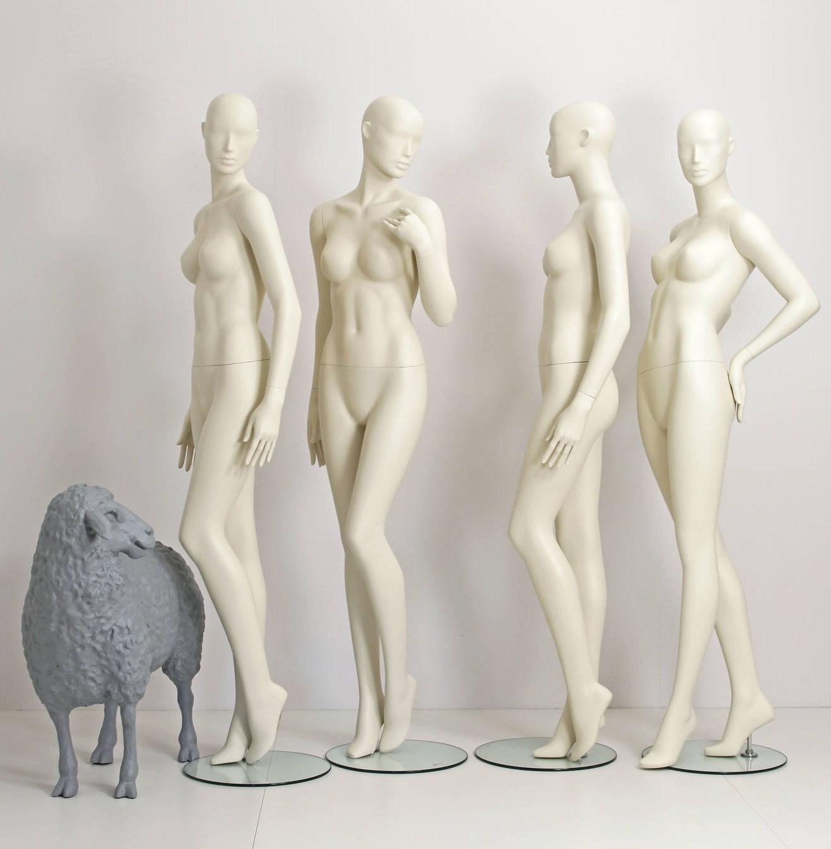 Designmannequiner findes i 9 forskellige positioner og alle i størrelse 38. Mannequindukker