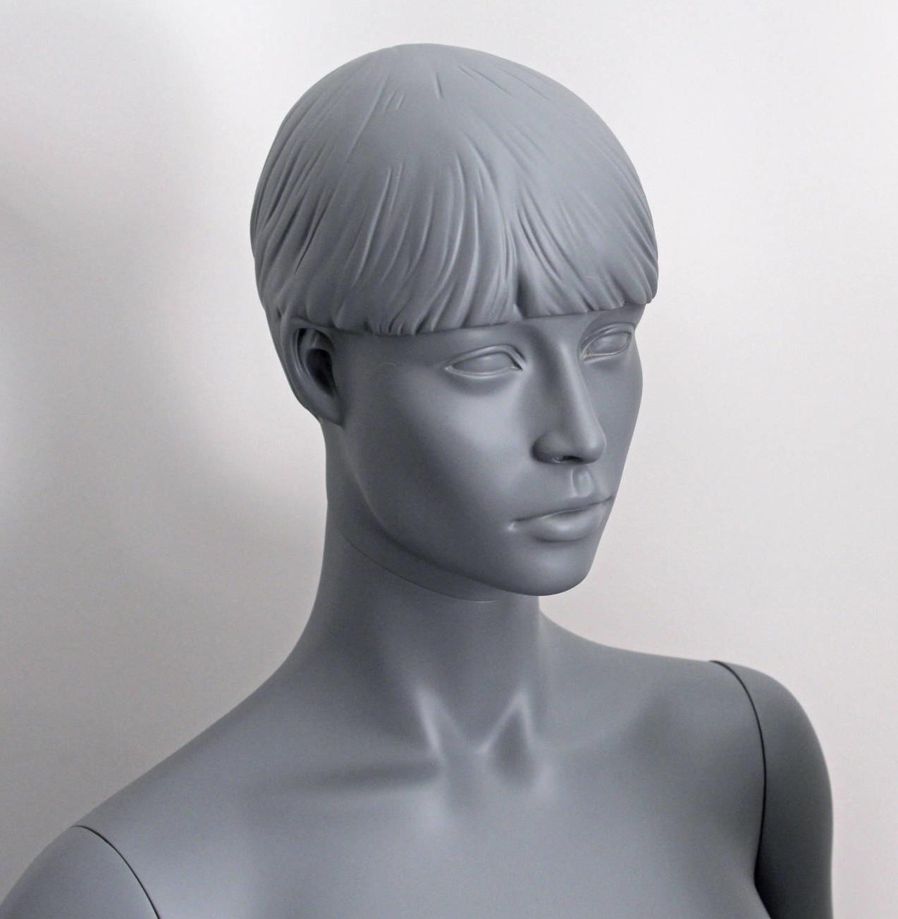 dame mannequin grå, går flot til tøjet i modebutikkerne