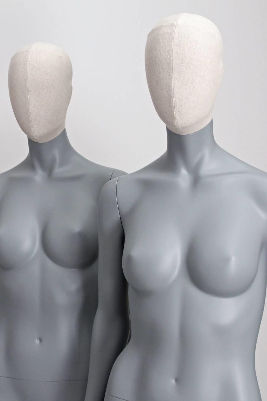 abstrakte Damen-Schaufensterpuppen in schöner grauer Farbe mit stoffumwickeltem Vintage-Kopf. 6 verschiedene Positionen