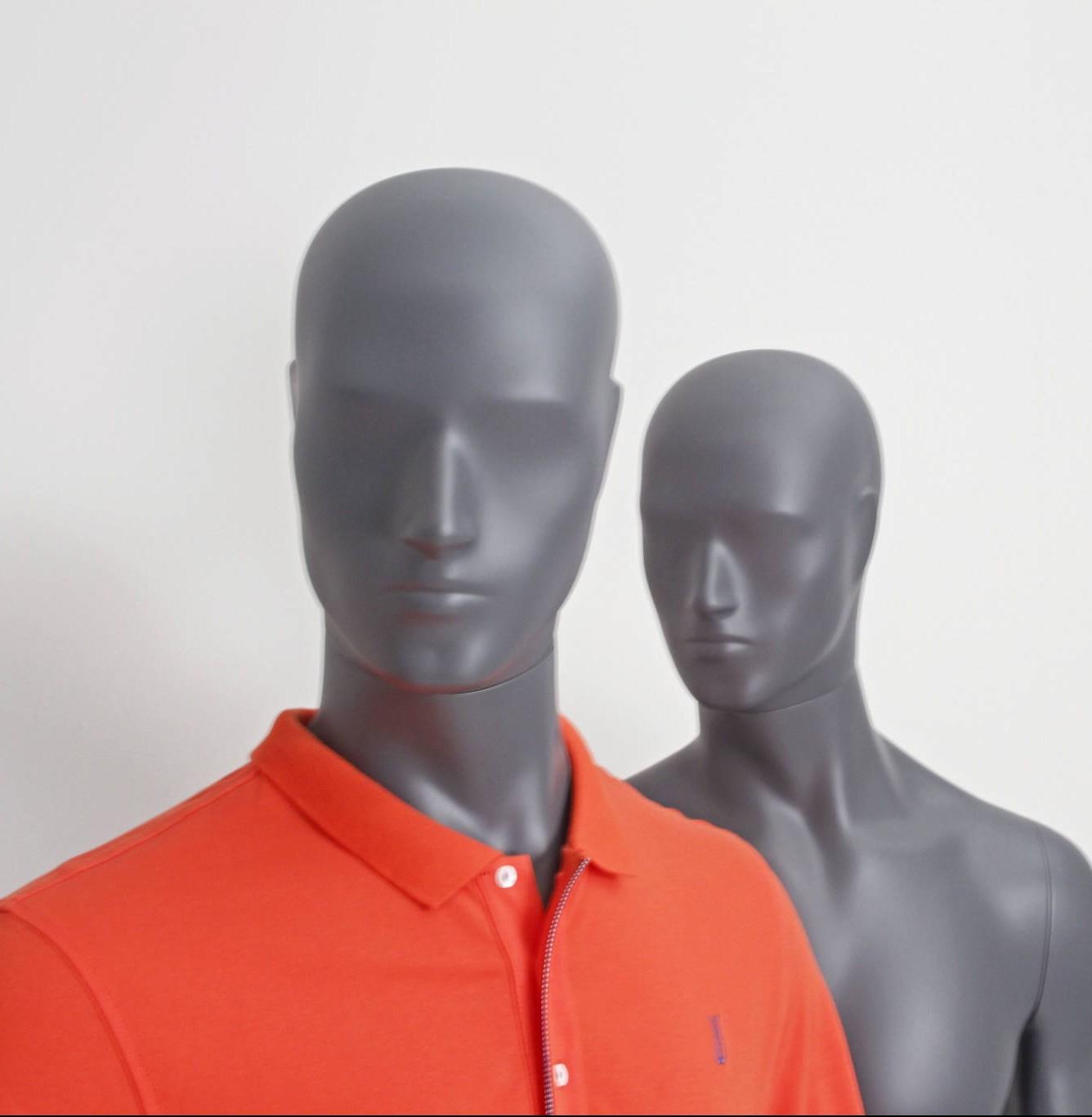 Mr. Grey mannequin kan leveres i alle farver og i 4 positioner direkte fra Skandinaviens største lager.