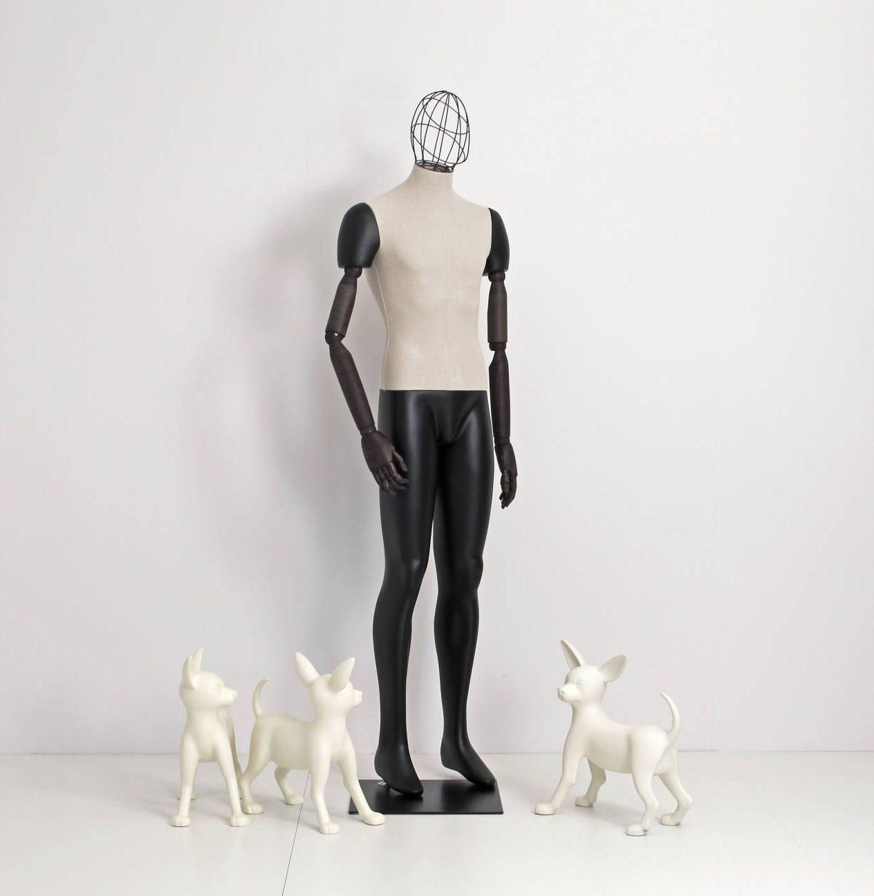 Herre vintage mannequin, hvor kroppen er betrukket med stof, armene er lavet af træ og er bevægelige; Hovedet er et metal / trådhoved.