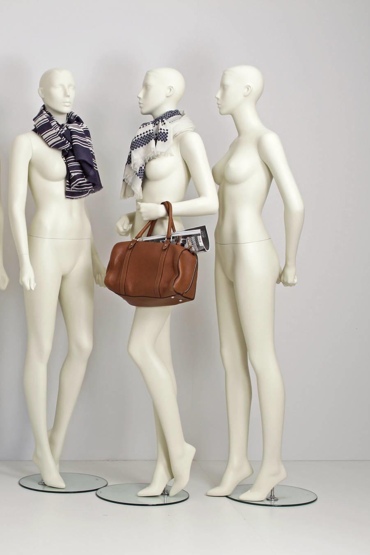 Stilistisk design mannequin i et moderne look. Specielt udviklet til modebranchen.