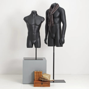 mannequin torso i matsort overflade