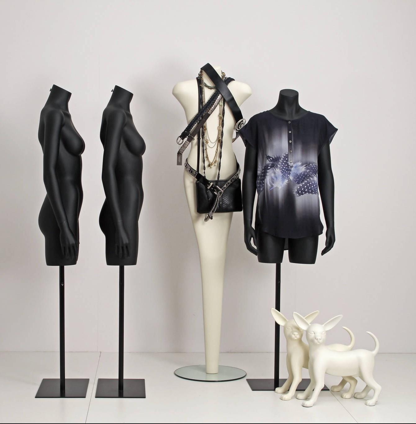 Schaufensterpuppen ART Kollektion zusammen mit torsen im schwartz