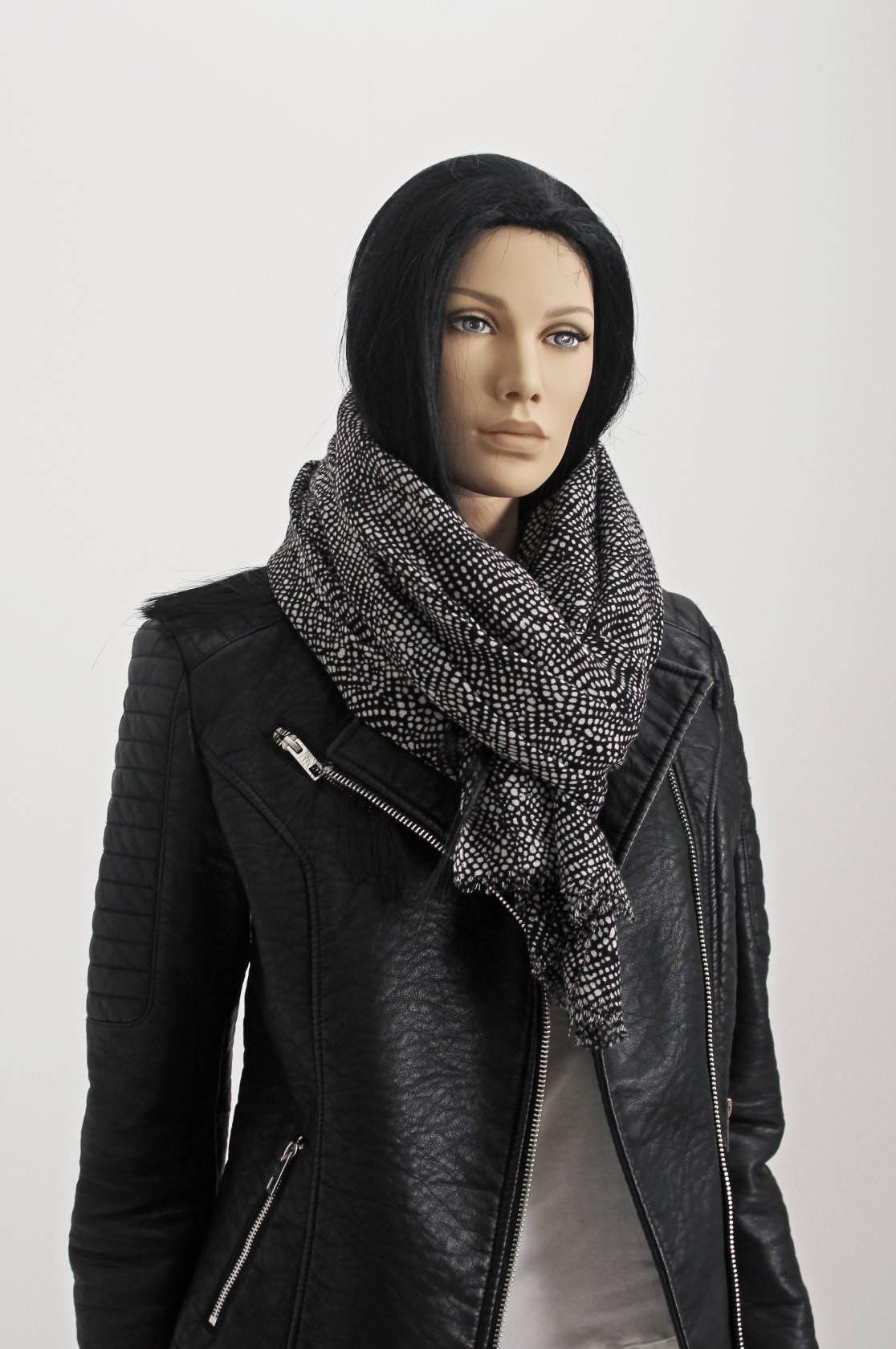 Denne naturalistiske mannequin er meget lækker, og giver et perfekt udtryk i udstillingsvinduet
