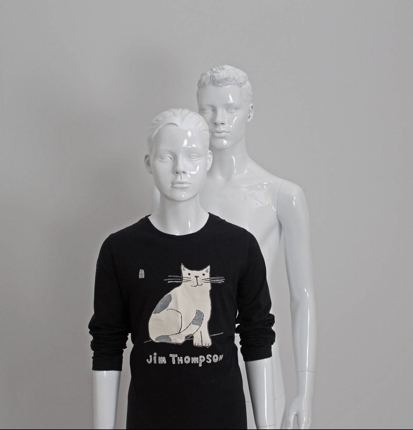 Teenage mannequin i hvid højglans