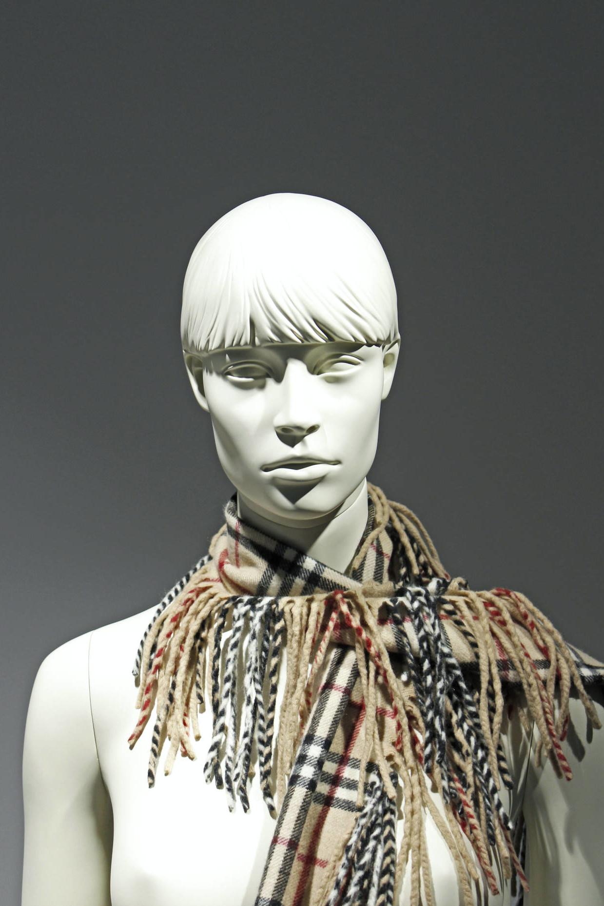 Mannequiner med yndefulde ansigter