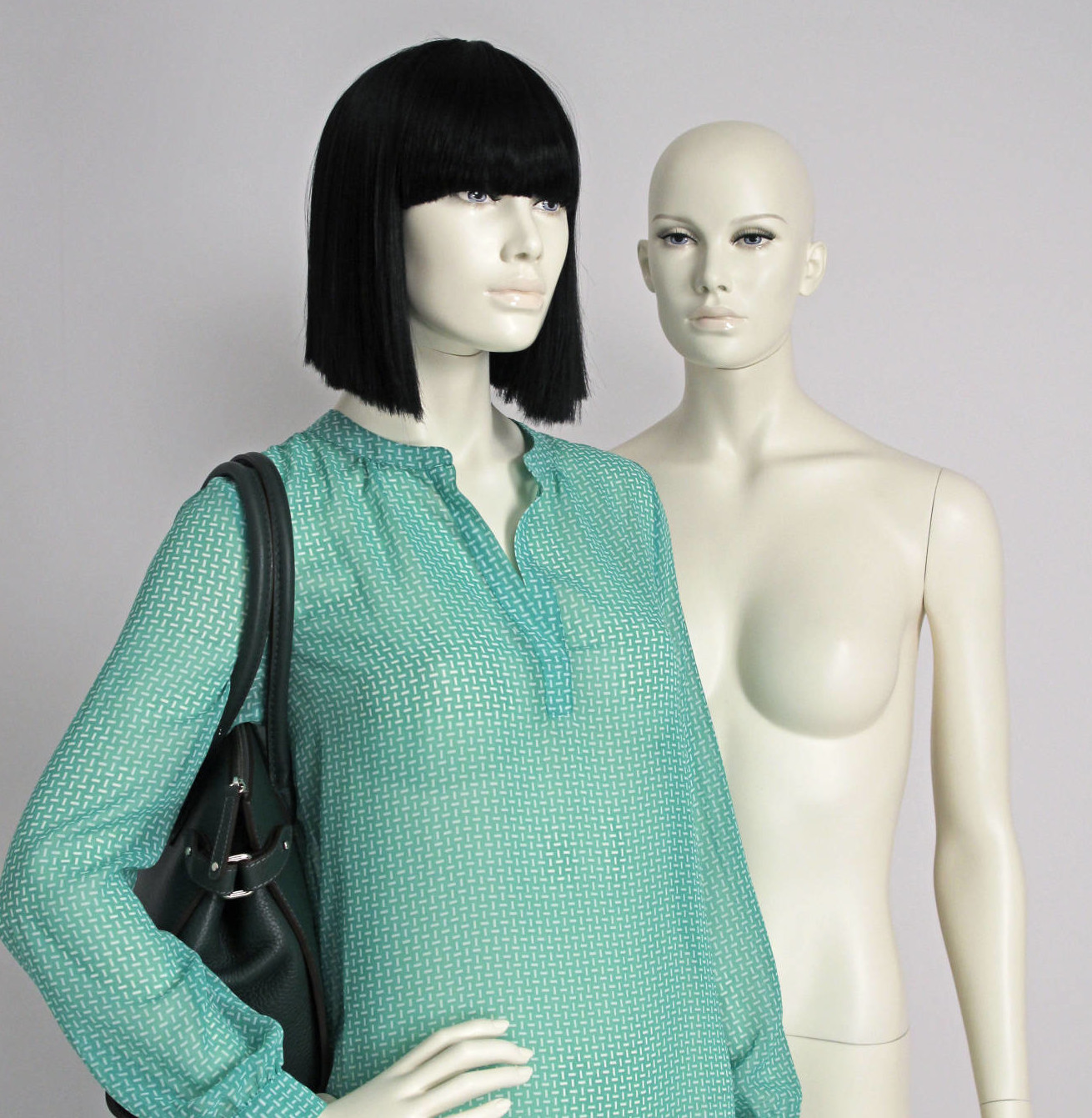 Moderne stilistisk dame mannequin med makeup og paryk. Fås i flere modeller