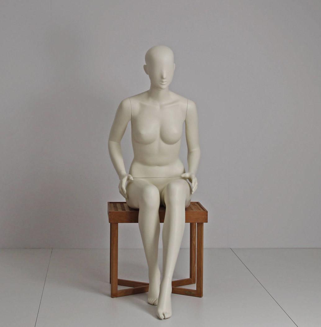 Dame mannequin til tøjbutik