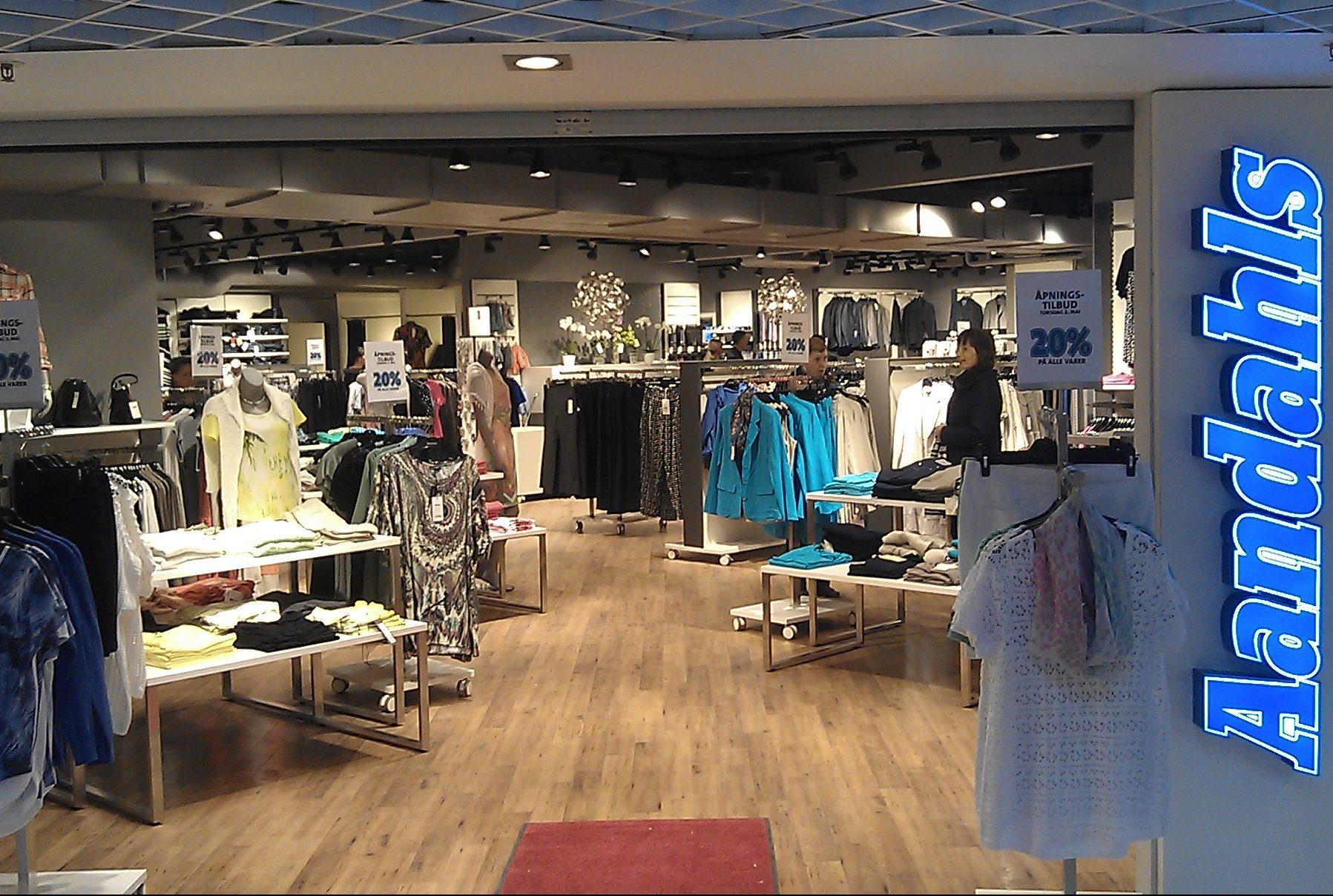 Flot Norsk butik med butiksinventar og mannequiner fra European Mannequins & Shop
