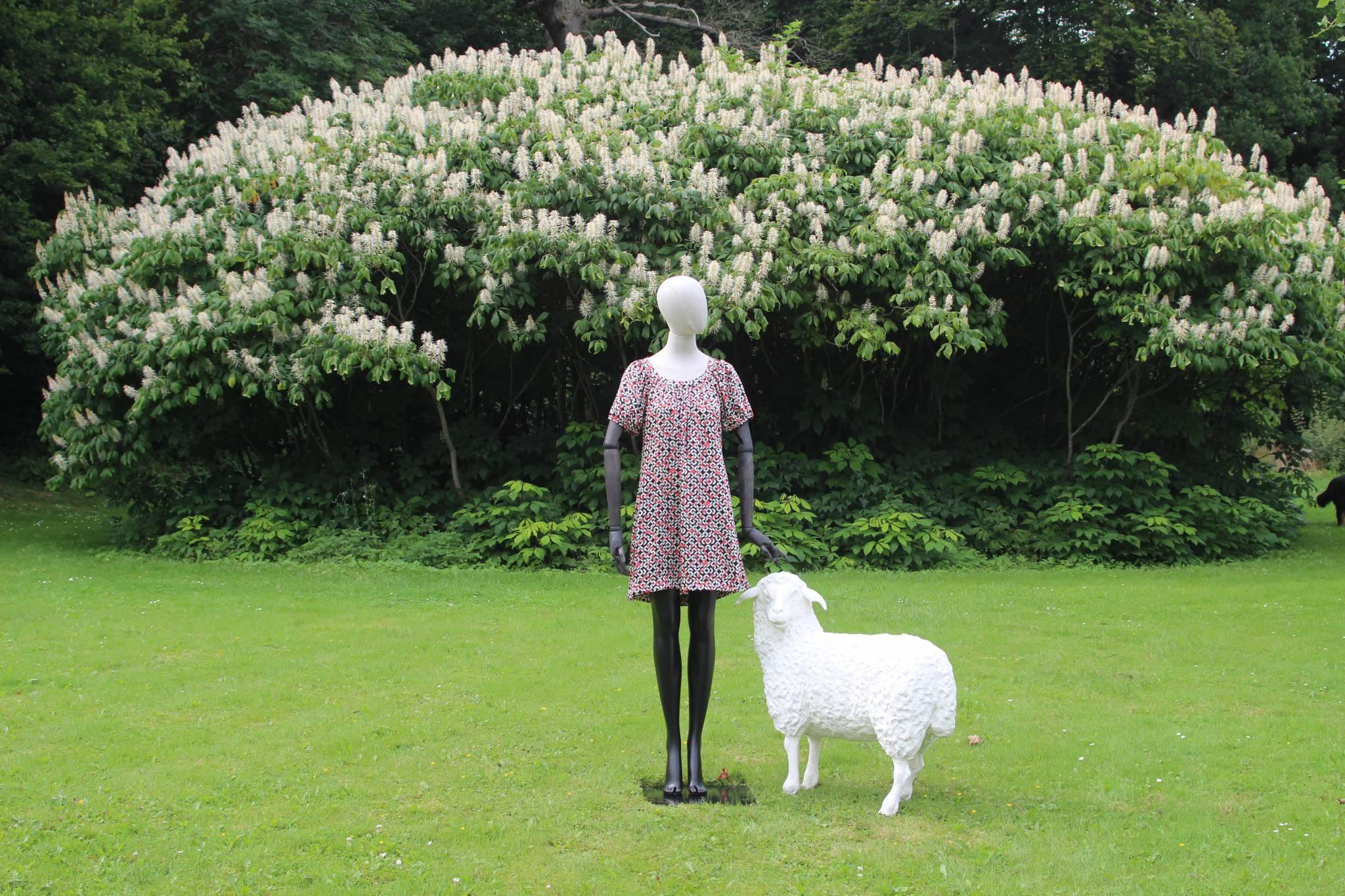 Mannequinen præsenteres i den store park