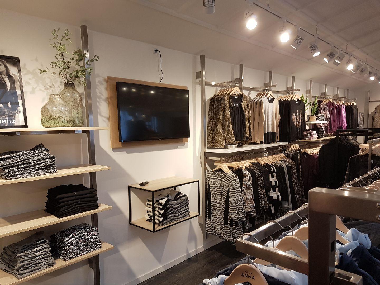 Modebutik med nyt design udtryk, som kunne være årets butik 2017. Butiksindretning