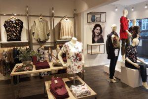 Modebutik med nyt design udtryk som skandinavisk i udtrykket. Butiksindretning