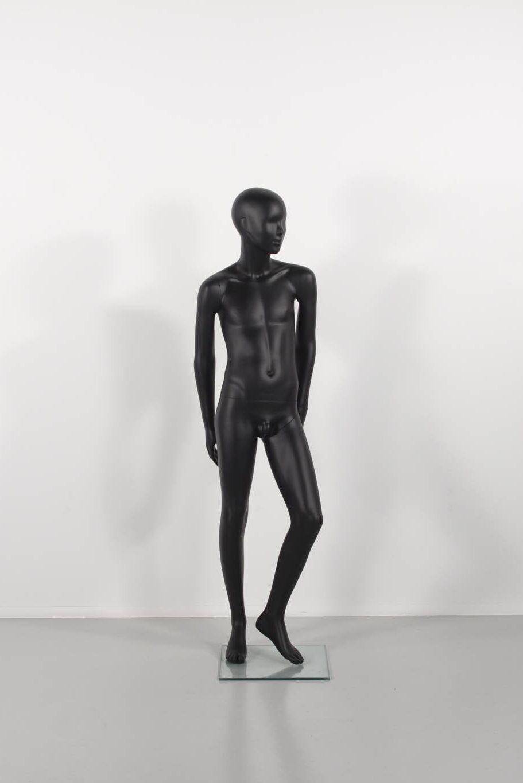 børnemannequiner i sort mat