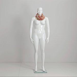 Plus size dame mannequiner