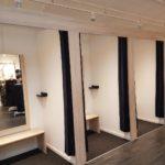 De store prøveværelser er et af de vigtige elementer i en moderne butik