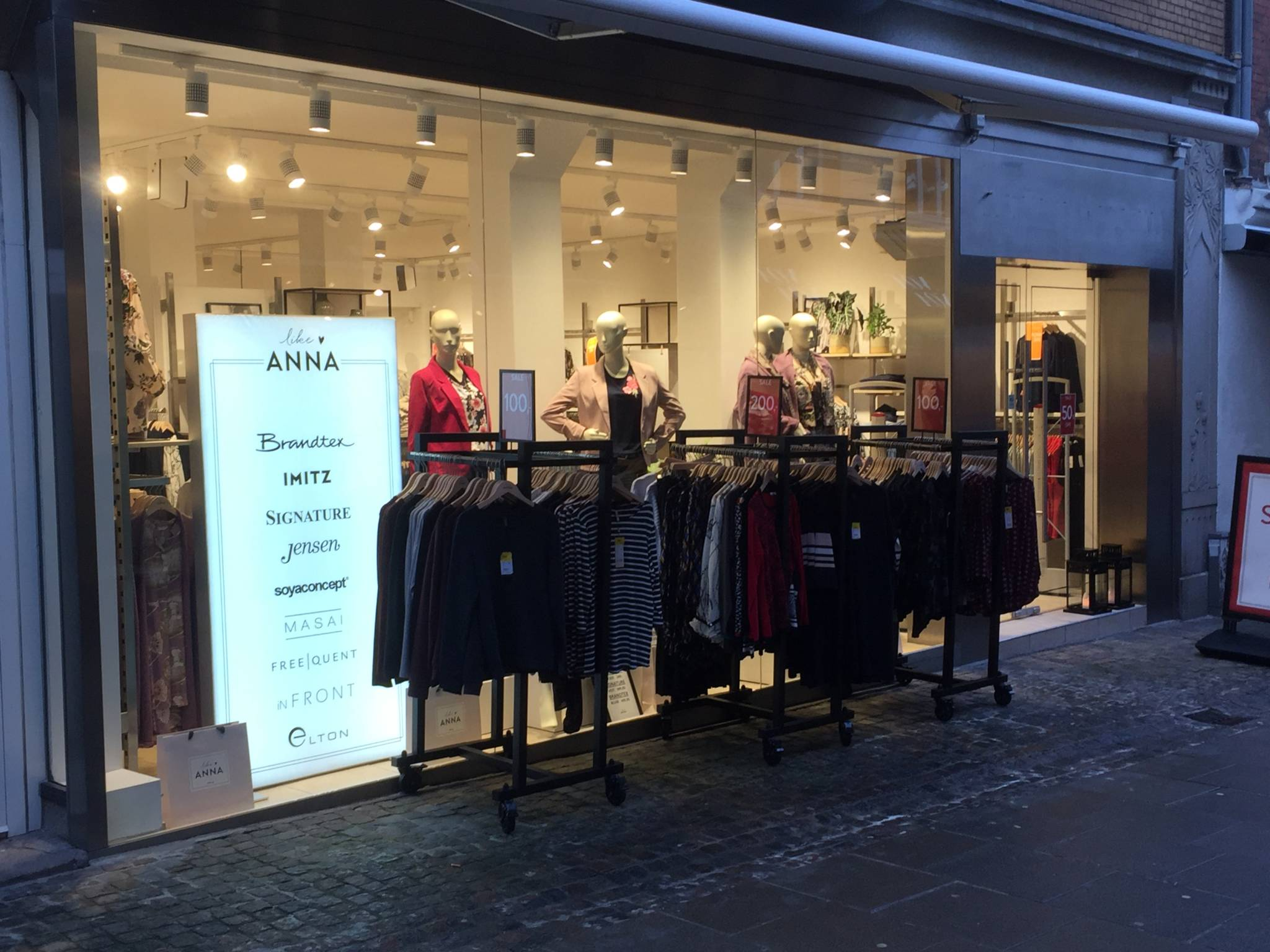 flot indrettet modebutik i Ålborg
