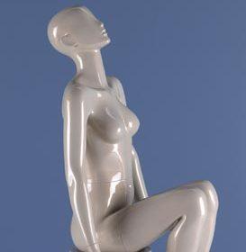 restsalg af flot feminin abstrakt mannequin. Tilbud kun 1350 kr inkl valgfri farve.