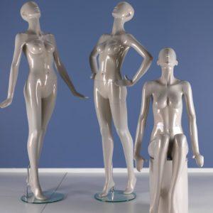 restsalg af flot feminin abstrakt mannequin. Tilbud kun 1350 kr inkl valgfri farve. leveres med glasplade same fod og leg spike