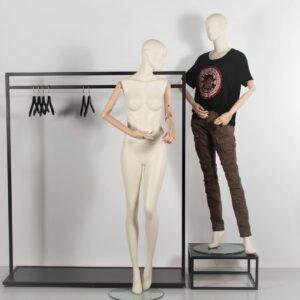 Design mannequin med træarme