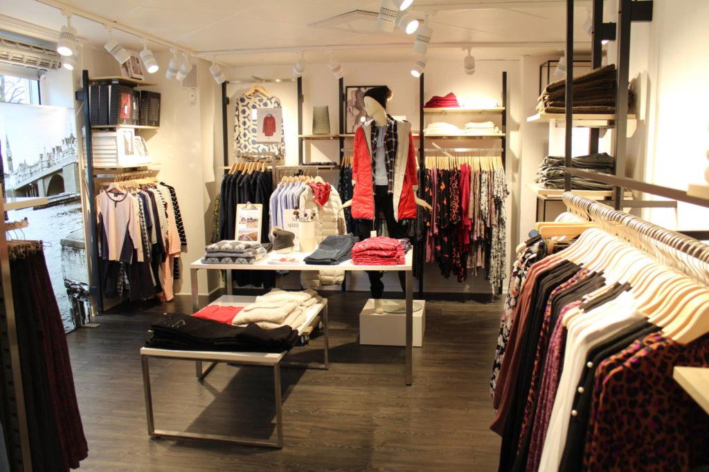 Klassisk flot butiksdesign i Skandinavisk design. Butiksindretning