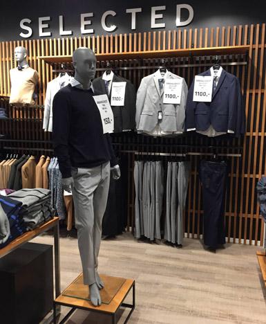 Herre mannequin i butiksindrettet modebutik