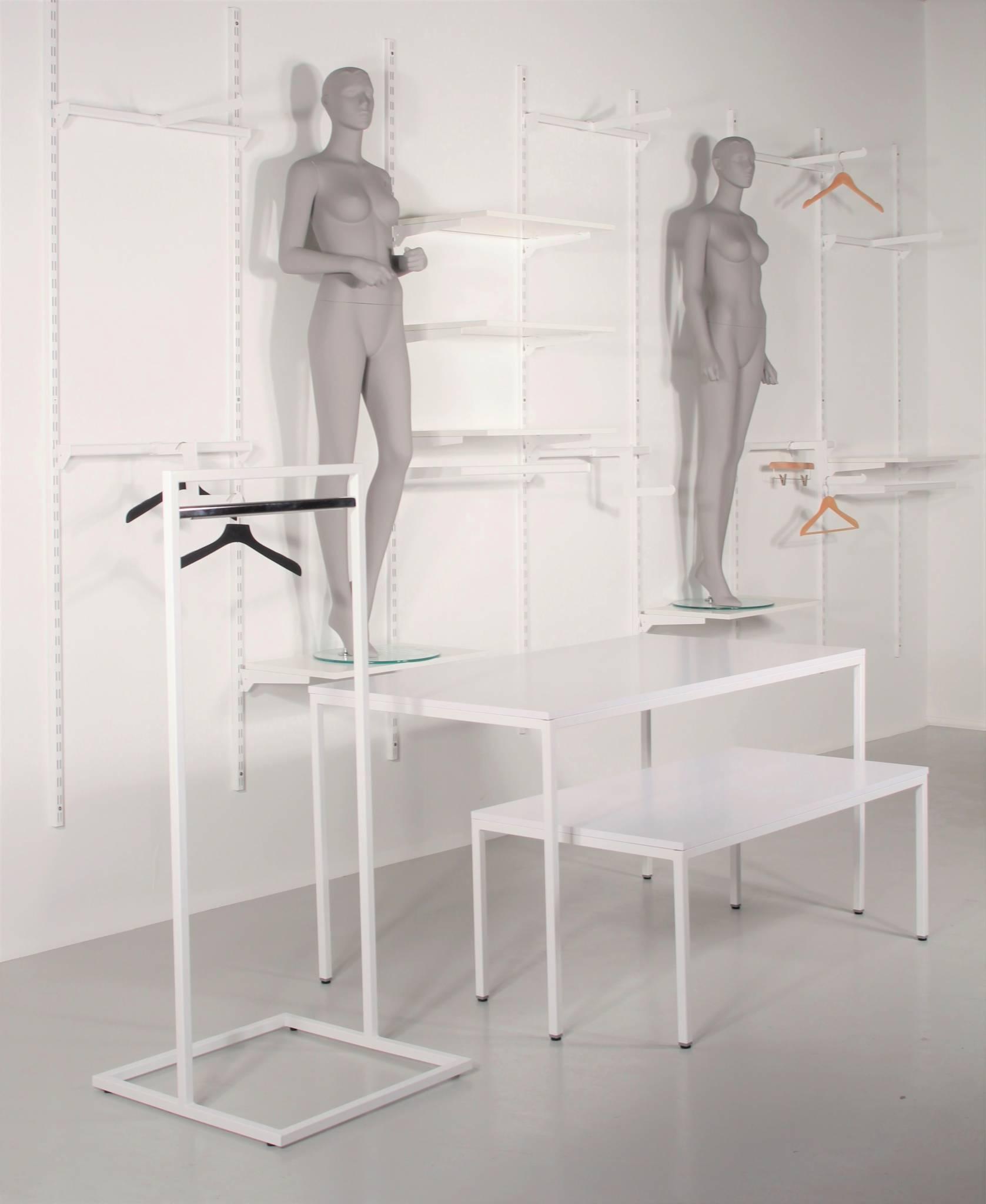 Hvidt butiksinventar til attraktive priser.