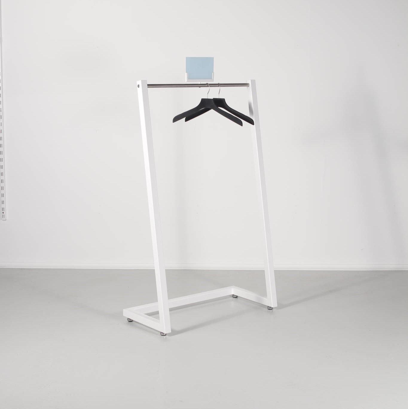 Tøjstativ med skrå vinkel - flot design