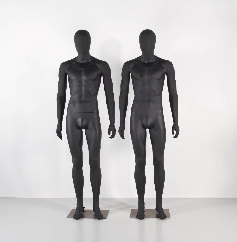 billege plastik mannequiner sort