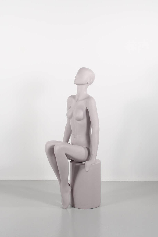 Flot dame mannequin, siddende, feminin