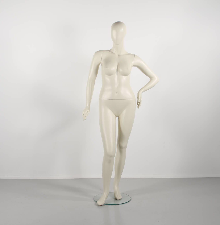 plus size dame mannequin