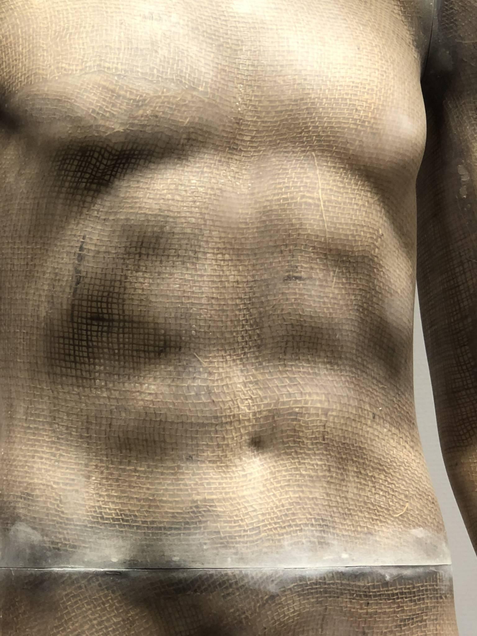 Male torso, sustainable mannequins detail. European Mannequins. Bæredygtig mannequin detalje af herre torso.