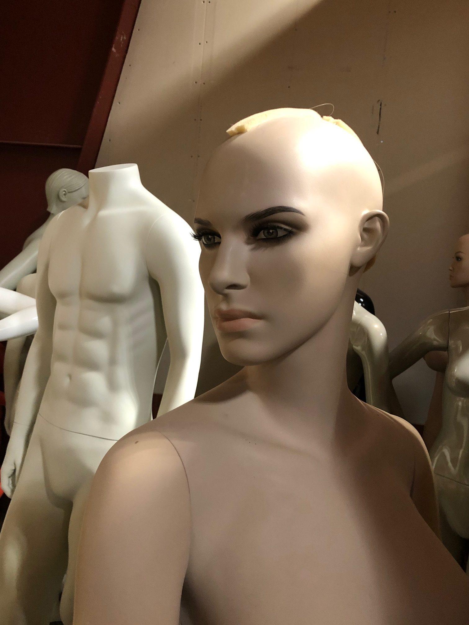 Flot naturlig mannequin kan lejes