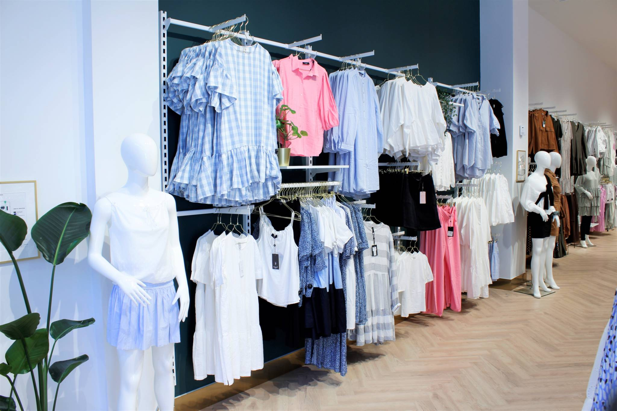 Hvidt butiksinventar
