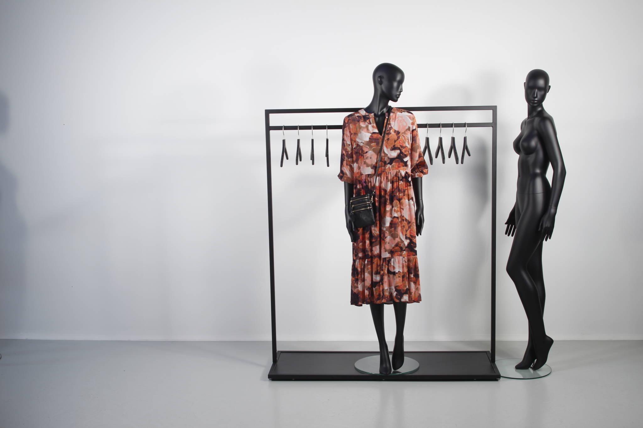Dame mannequiner anvendt sammen med design stativer