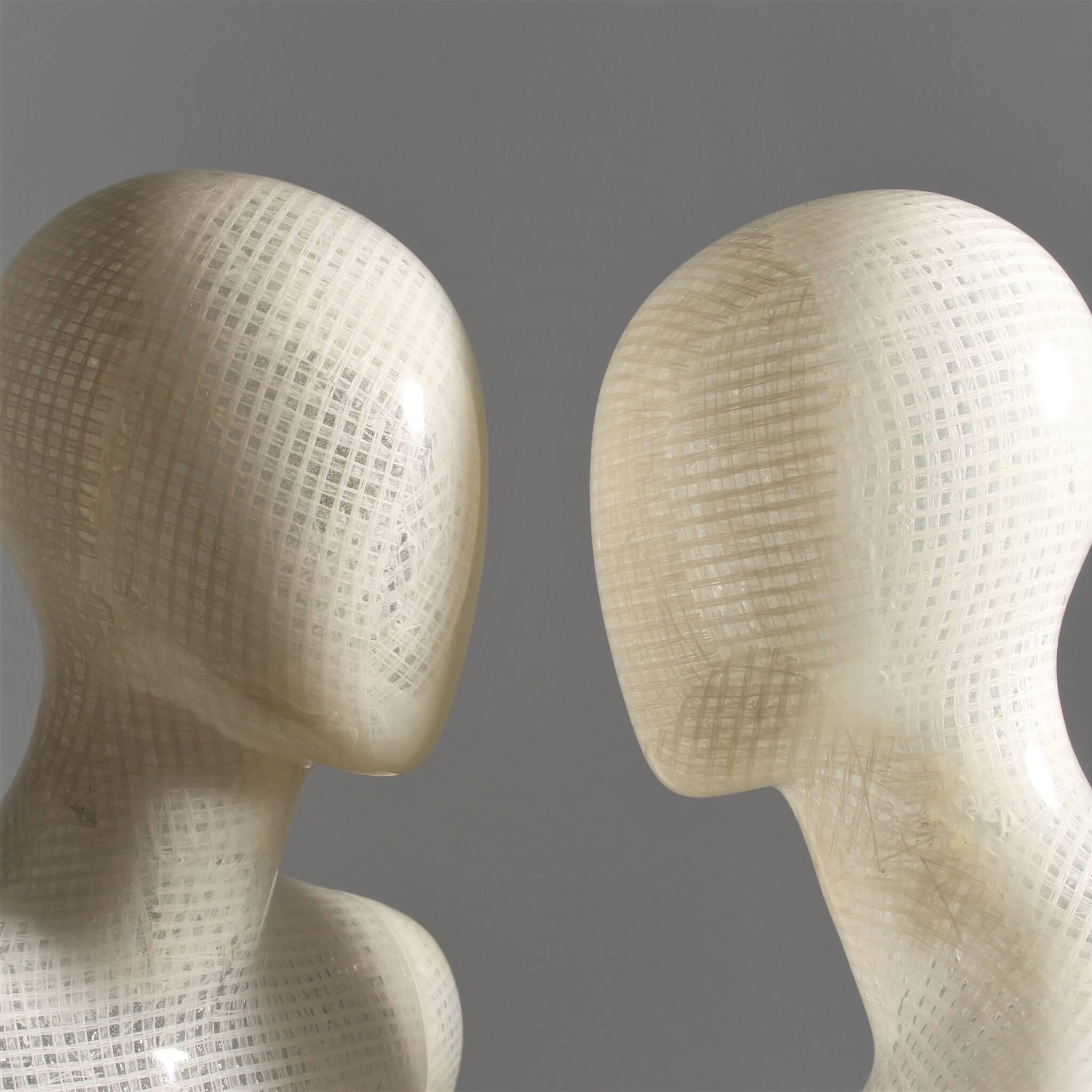 Bæredygtig mannequin af vævet bast og bioharpiks